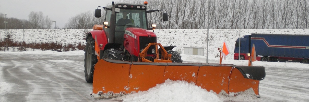 Winterdienst vom Maschinenring: Schneeräumung und Eisglättebeseitigung für Firmen, Behörden und Kommunen