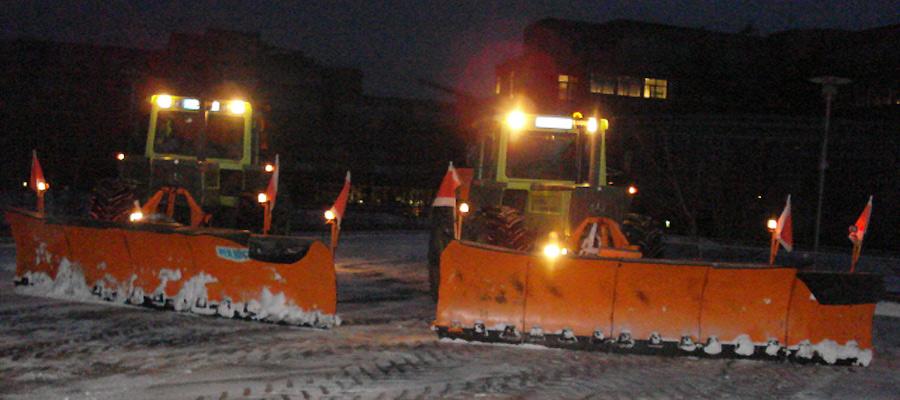 Zuverlässig auf der sicheren Seite: Mit unserem Winterdienst können Sie Schnee und Eis entspannt entgegensehen. Zu einem fairen Preis-Leistungsverhältnis bekommen Sie verkehrssichere Flächen, bevor Ihre Verkehrssicherungspflicht beginnt.