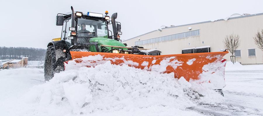 Die Projektleiter des Grün- und Winterservice des Maschinenrings beraten Interessenten umfänglich und erstellen ein Angebot, das akkurat auf die Kundenbedürfnisse zurechtgeschnitten ist. Schneeräumung nach Maß.