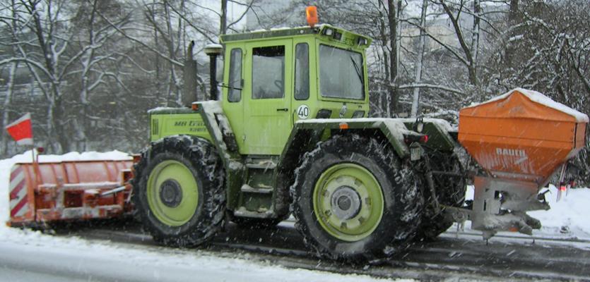 Die Einsatzkräfte des Winterdienstes des Maschinenrings sind meist lokale Landwirte – und Winterdienst-Profis: versierte Fahrer, rund um die Uhr einsatzbereit und verantwortungsvoll.